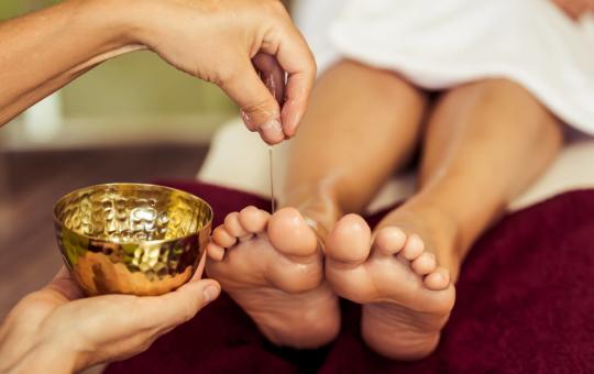 Fußmassage mit Öl