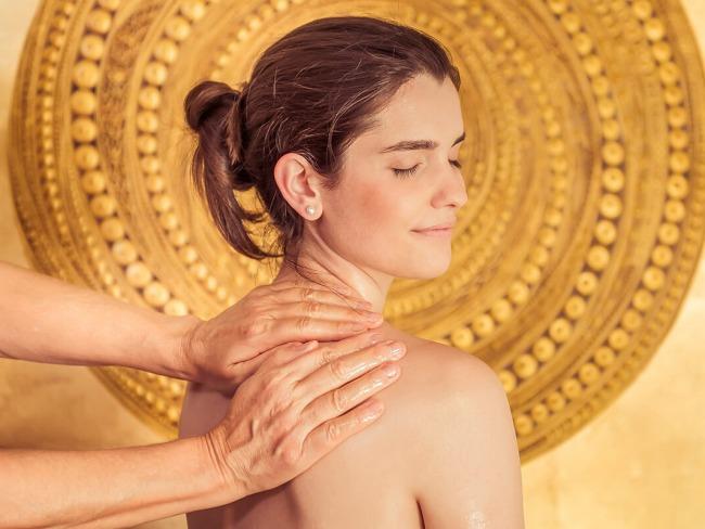 Schultermassage mit Öl